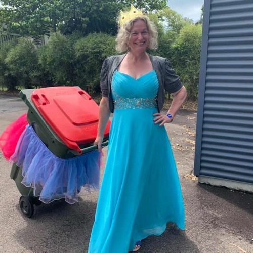 Saturday Morning Social – Interview With Danielle Askew about Bin Isolation Outing